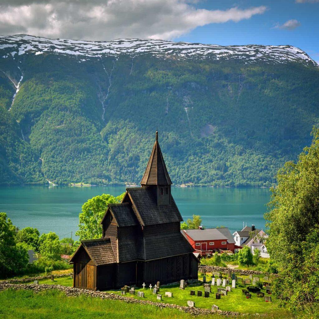 Stavekirke Foto di Helge Leirdal da Pixabay
