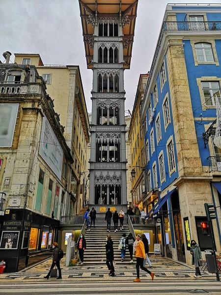 Come visitare Lisbona Elevador de Santa Justa Foto di travelphotographer da Pixabay
