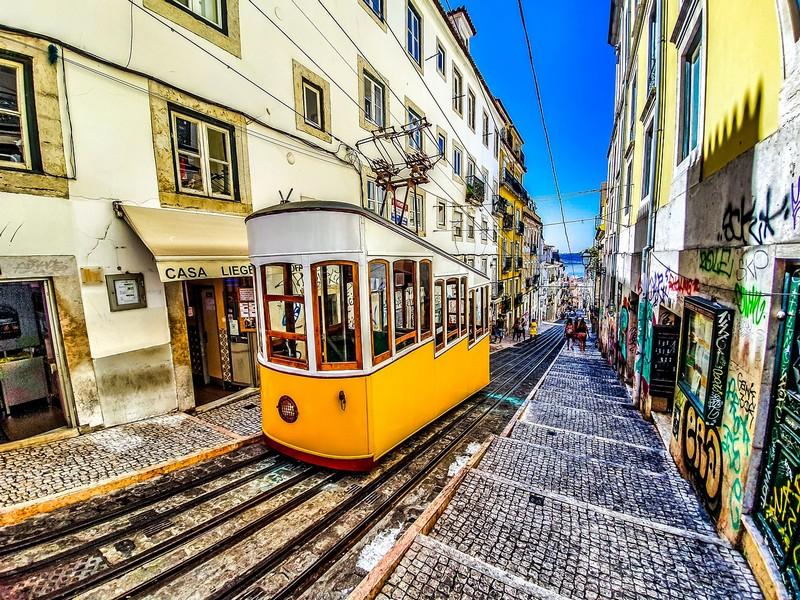 Come visitare Lisbona le funivie Foto di nextvoyage da Pixabay