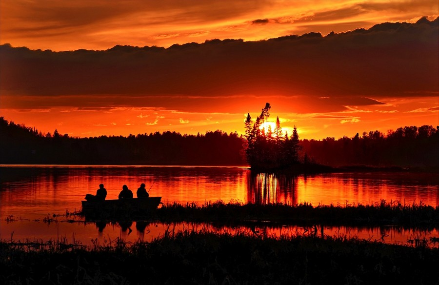 Lago al tramonto Foto di Alain Audet da Pixabay